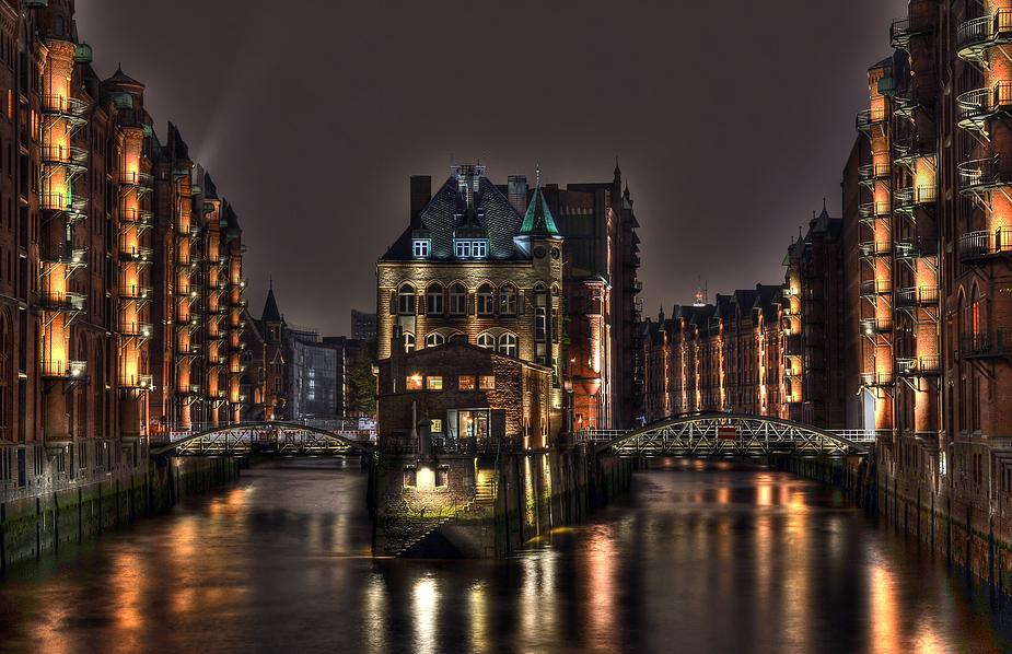 Wasserschlößchen-Speicherstadt-Hamburg
