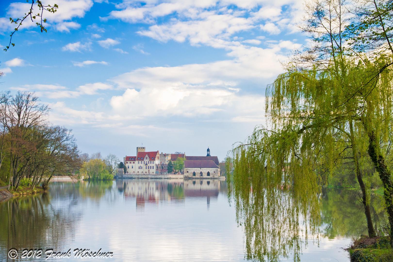 Wasserschloss Flechtingen am Mittag