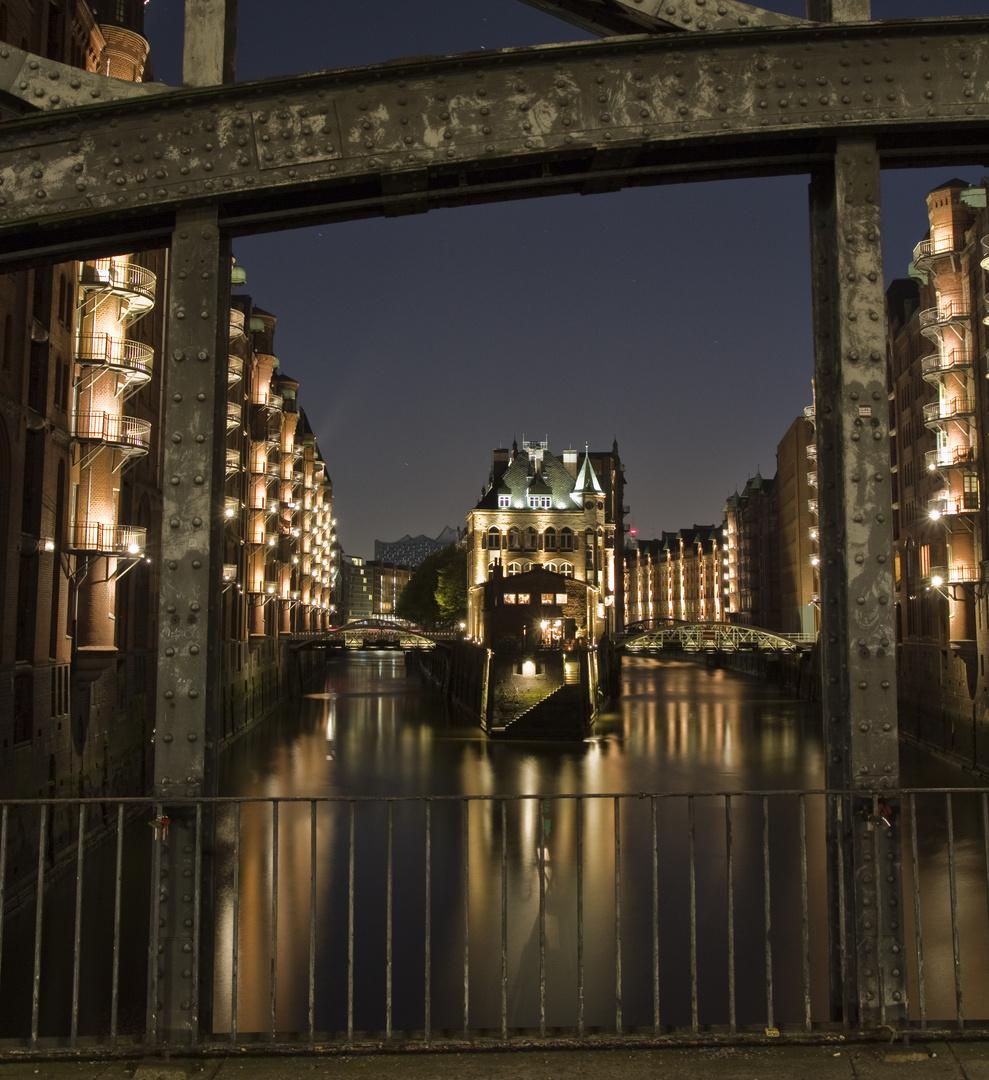 Wasserschloss von der Poggenmühlenbrücke