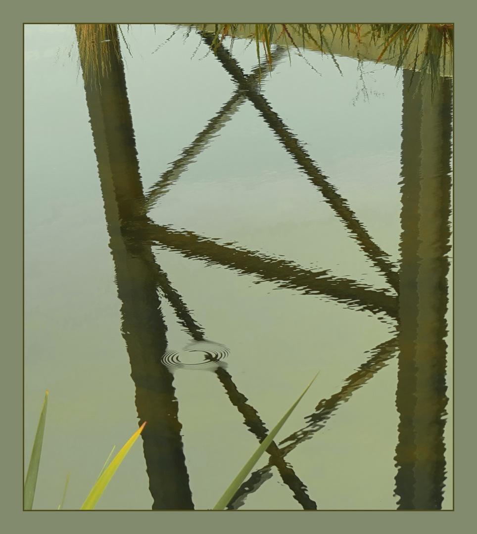 Wasserspiegel - ein über 100 Jahre alter Brückenpfeiler,
