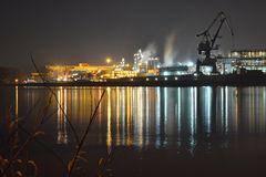 Wasserspiegelung am Hafen
