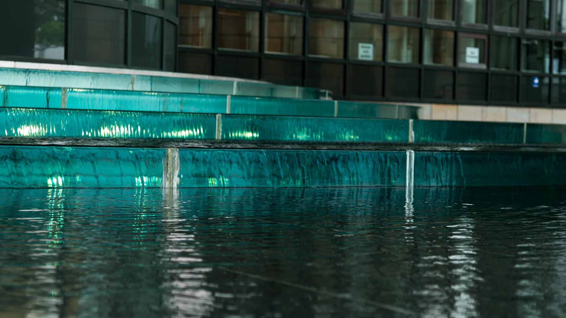 Wasserspiele am Düsseldorfer Landtag