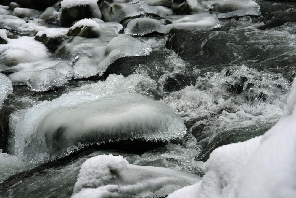 Wasserspiele im Winter