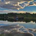 Wasserwolken beim Campingplatz am See in Västervik