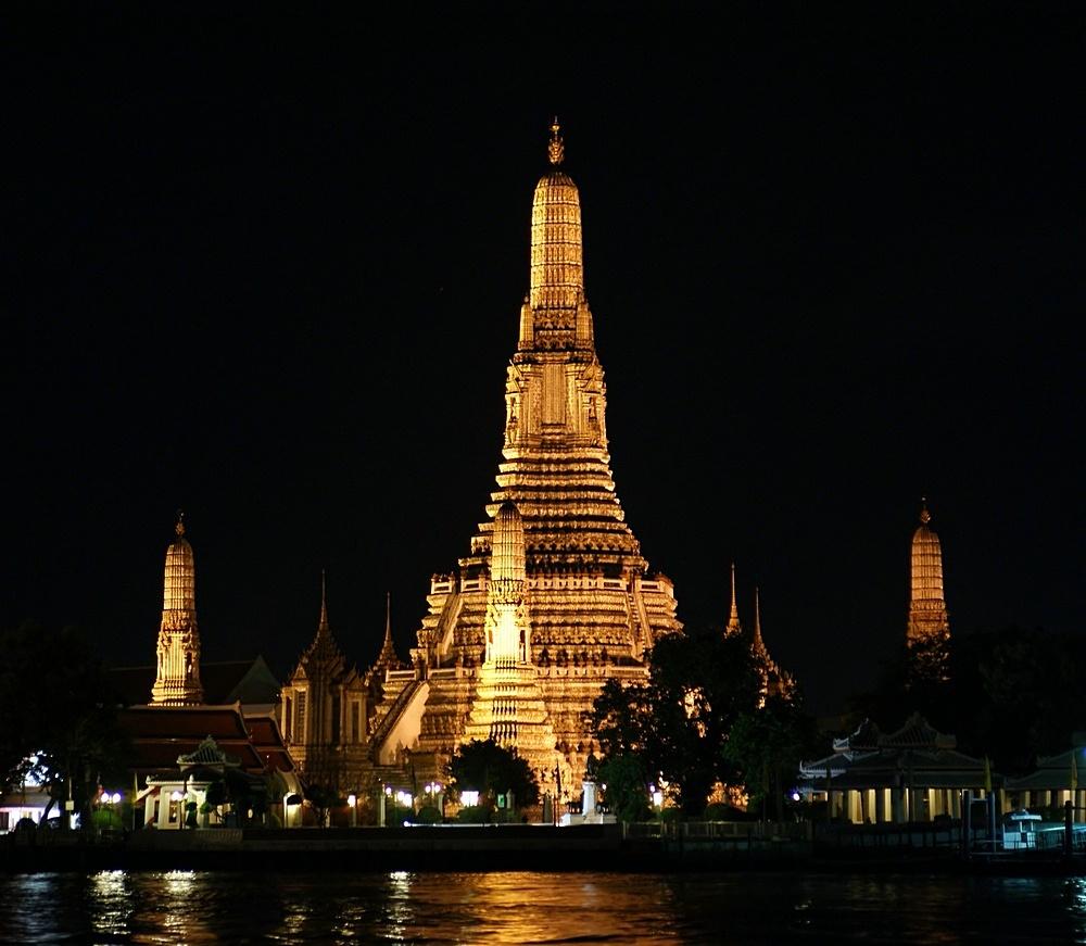 Wat Arun- by night