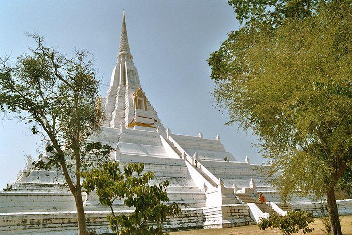 Wat Phukhaothong