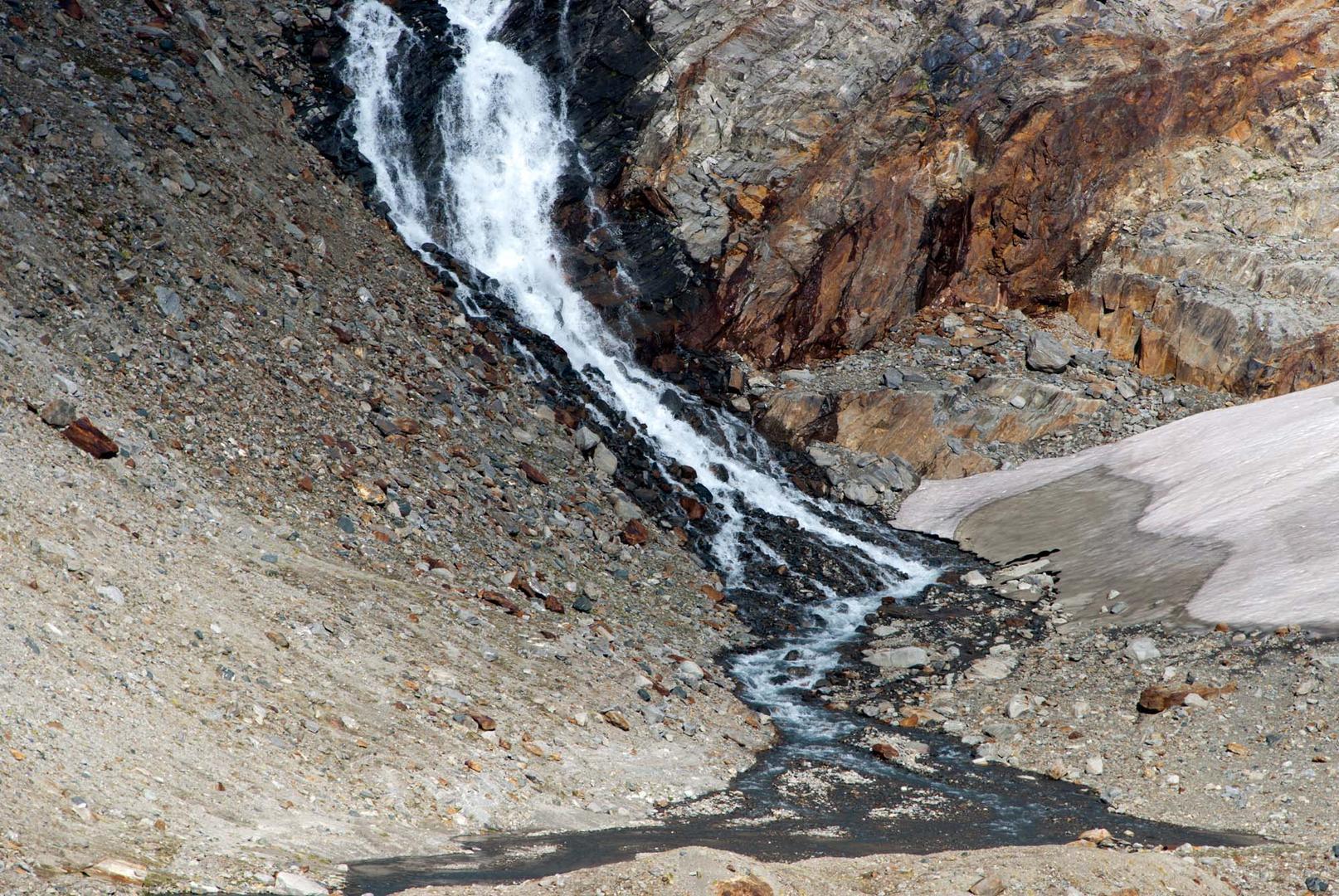 Waterfall, Stubaier Gletscher below the Zuckerhütl