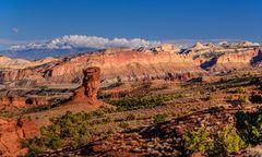 Waterpocket Fold mit Henry Mountains, Capitol Reef NP, Utah, USA