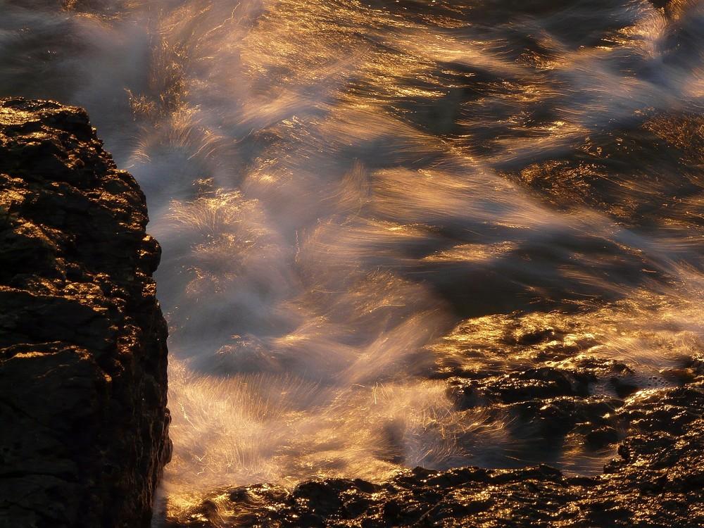 waves in the morningsun
