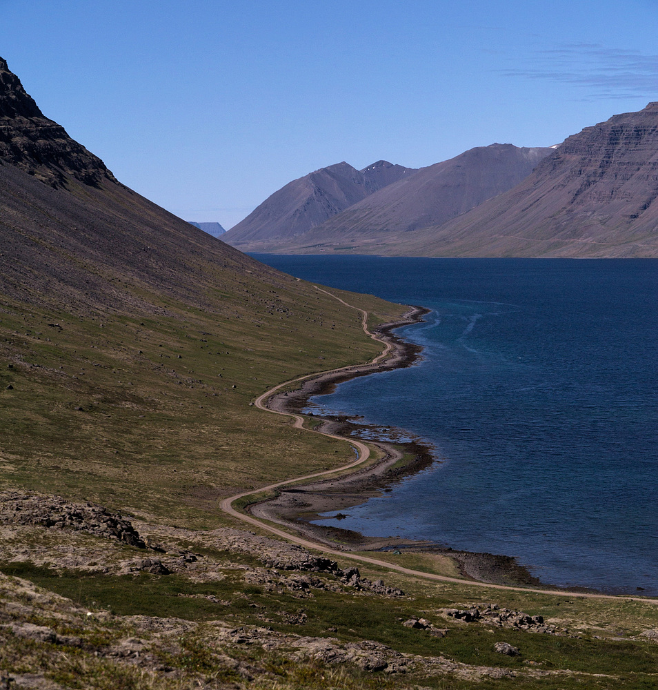 Weg am Fjord
