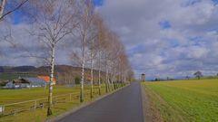 Weg am Sportplatz (camino en el campo de deportes)