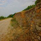 Weg  mit schöner Mauer