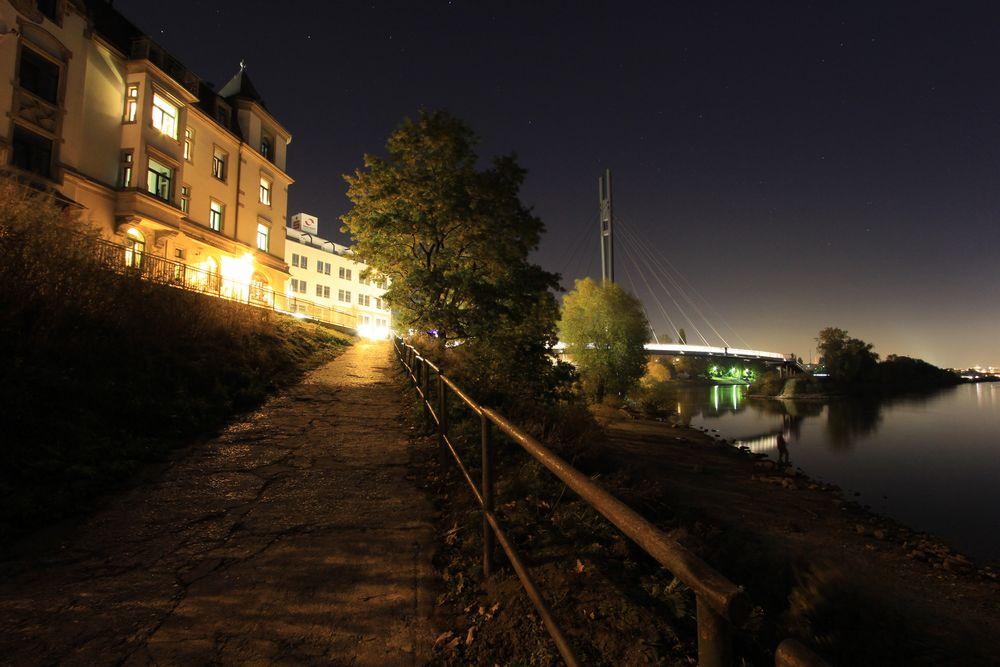 Weg zur Fahrradbrücke Dresden Pieschen