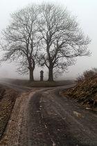 Weggabelung im Nebel