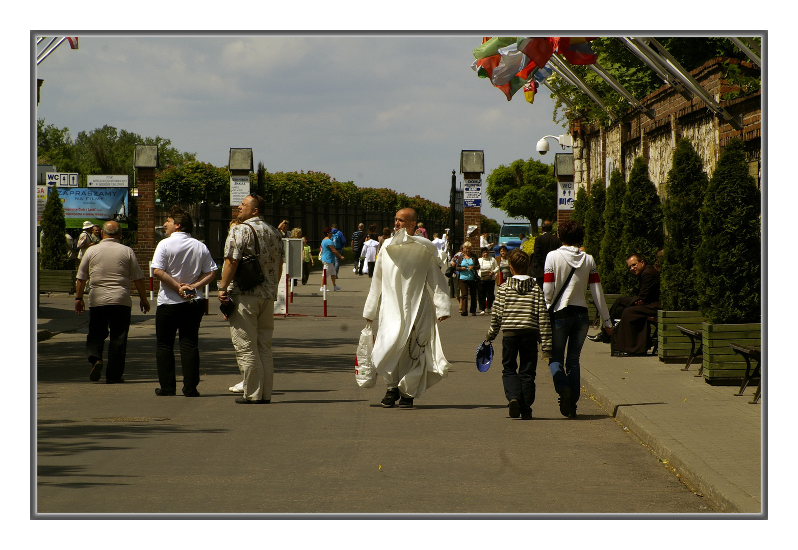 wehender Priester in Tschenstochau/Polen