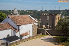 Wehrturm und Kirche in Obidos