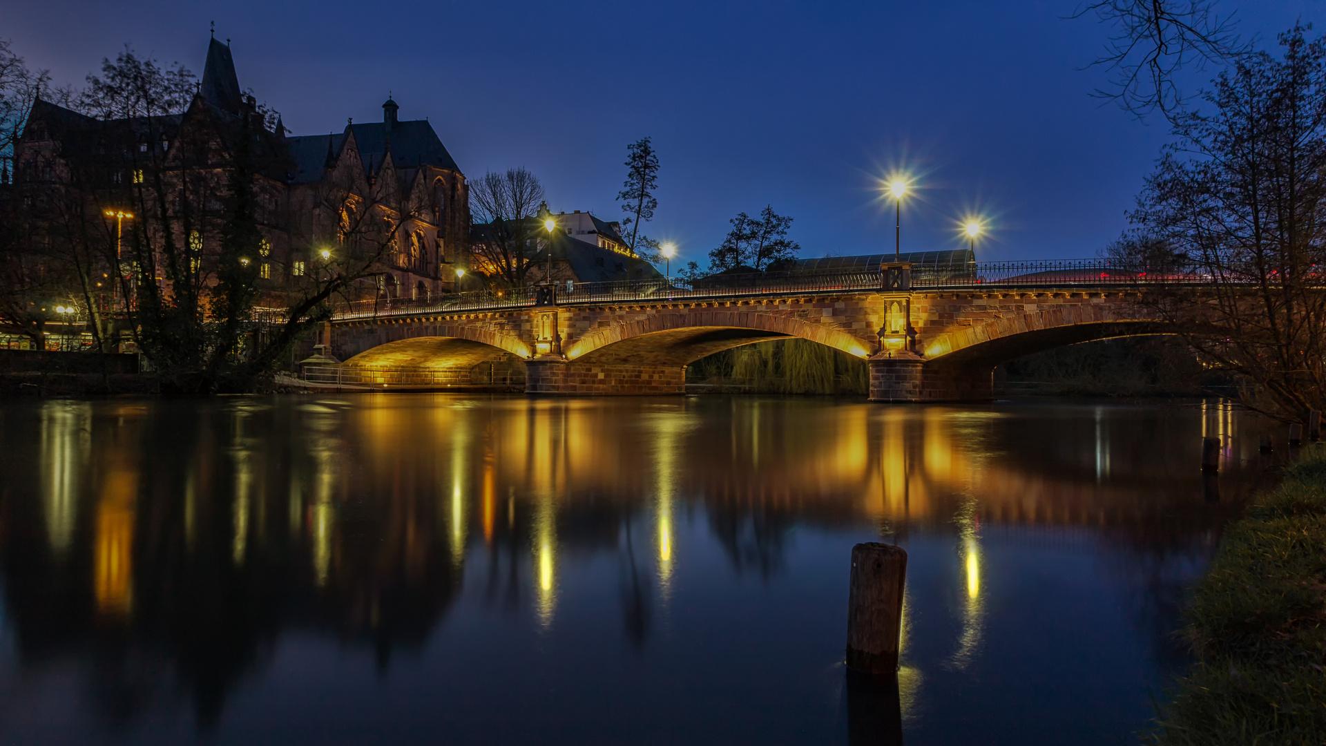 Weidenhäuser Brücke und Alte Universität