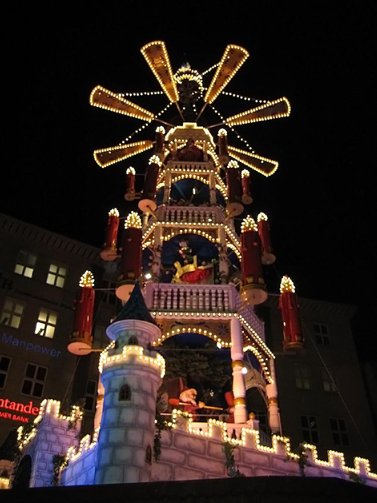 Weihnachstmarktpyramide