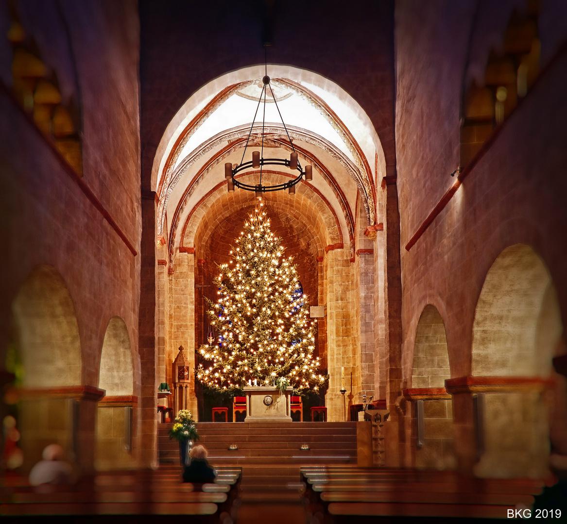 Weihnachtlicher Altarraum Basilika St. Lubentius Limburg-Dietkirchen