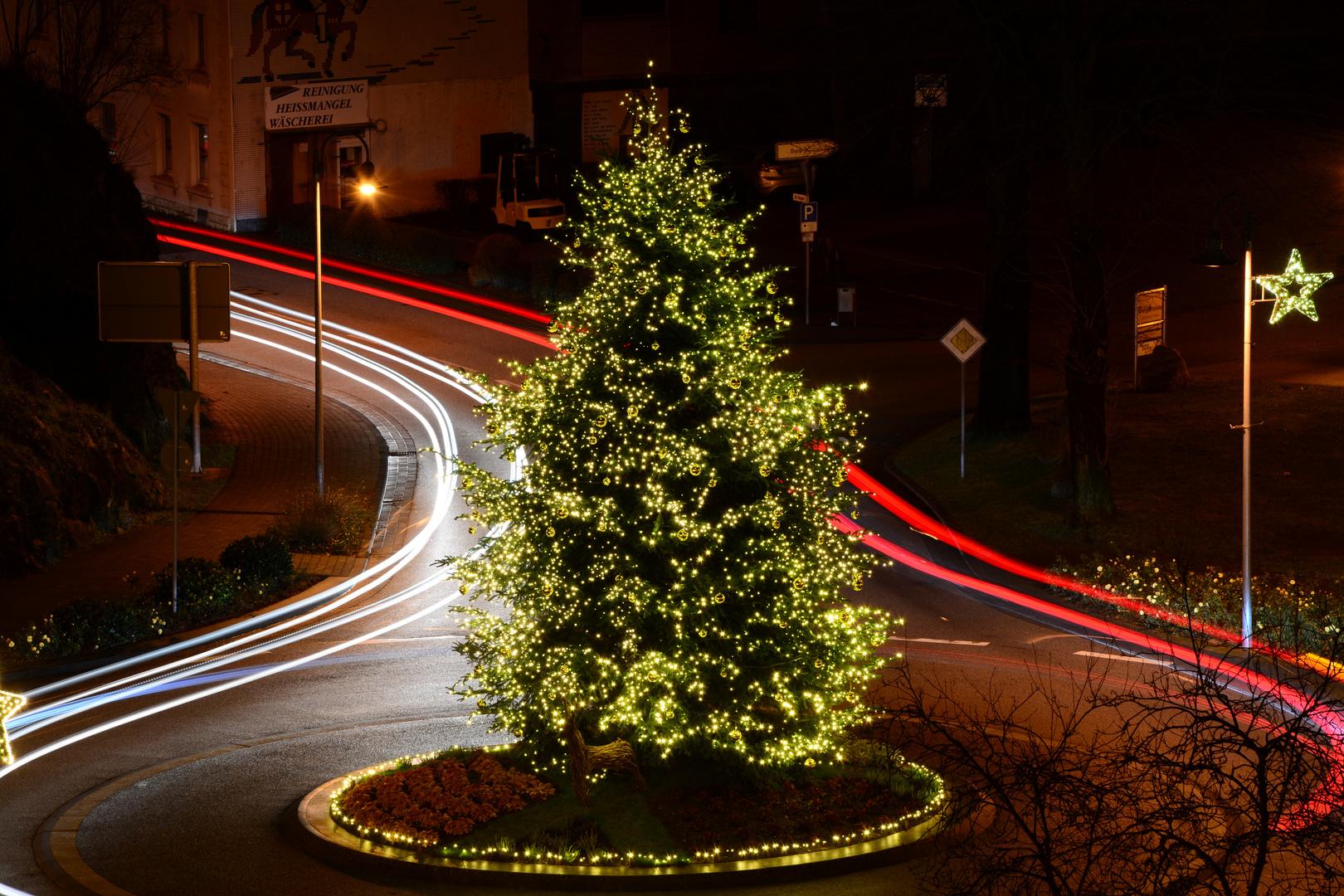 Weihnachtlicher Kreisel in Saarburg