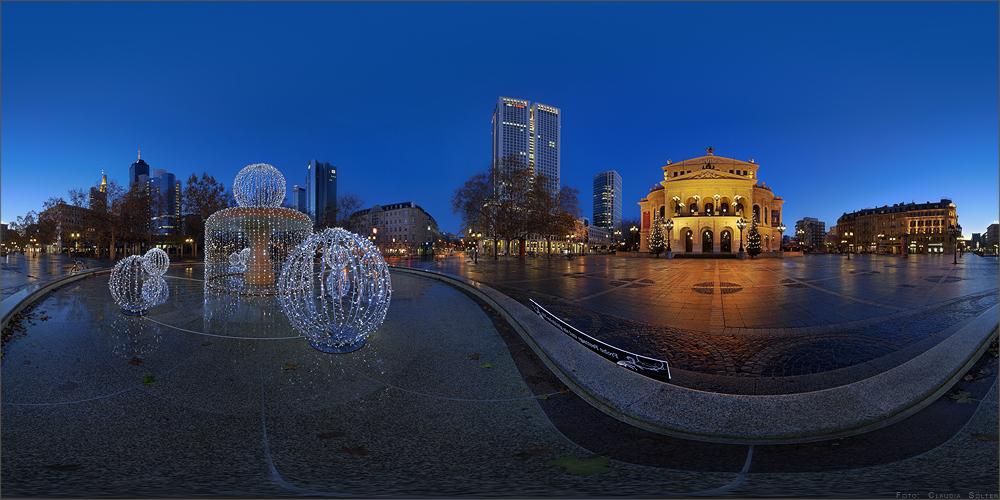 Weihnachtlicher Opernplatz