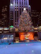 Weihnachtsbaum mit Eisbahn am Rockefeller Center