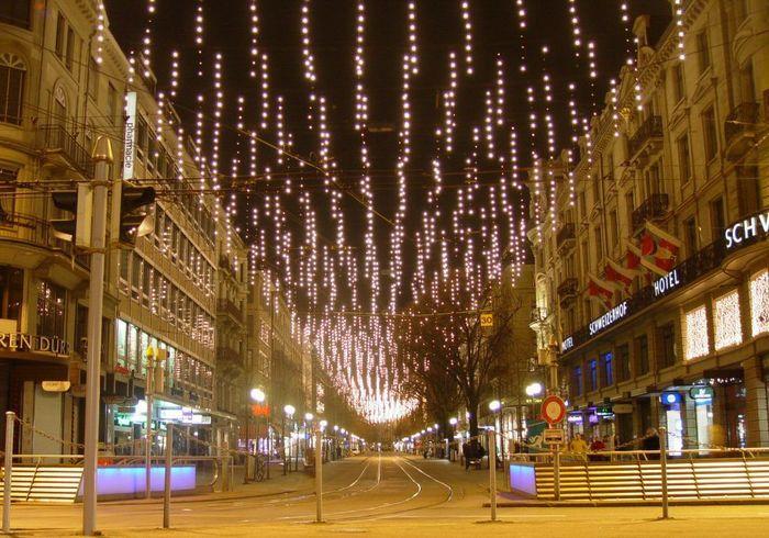 Weihnachtsbeleuchtung Bahnhofstrasse Zürich Foto & Bild ...