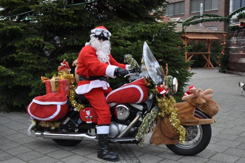 weihnachtsmann auf motorrad in wilhelmshaven foto bild. Black Bedroom Furniture Sets. Home Design Ideas