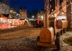 Weihnachtsmarkt / Hundertwasserhaus Magdeburg