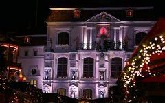 Weihnachtsmarkt, Rathaus und Musik