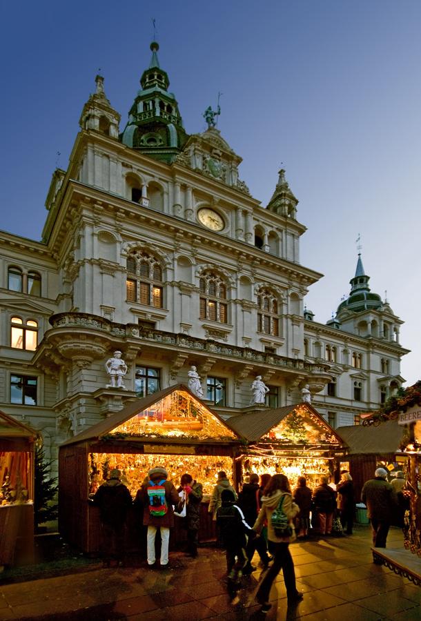 Weihnachtsmarkt vor dem Grazer Rathaus