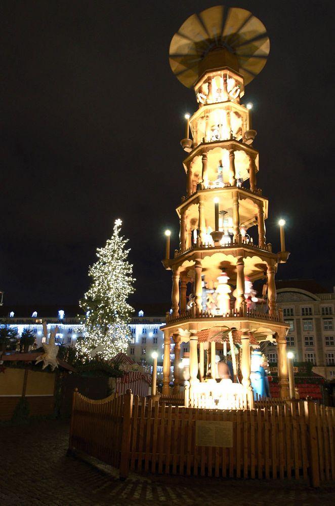 Weihnachtspyramide auf dem Dresdner Striezelmarkt