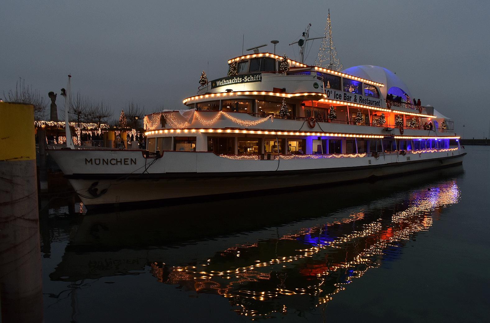 Weihnachtsschiff im Konstanzer Hafen