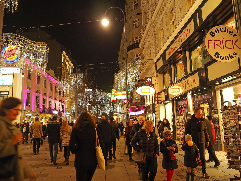 Weihnachtsshopen in Wien in der Inneren Stadt Foto & Bild ...