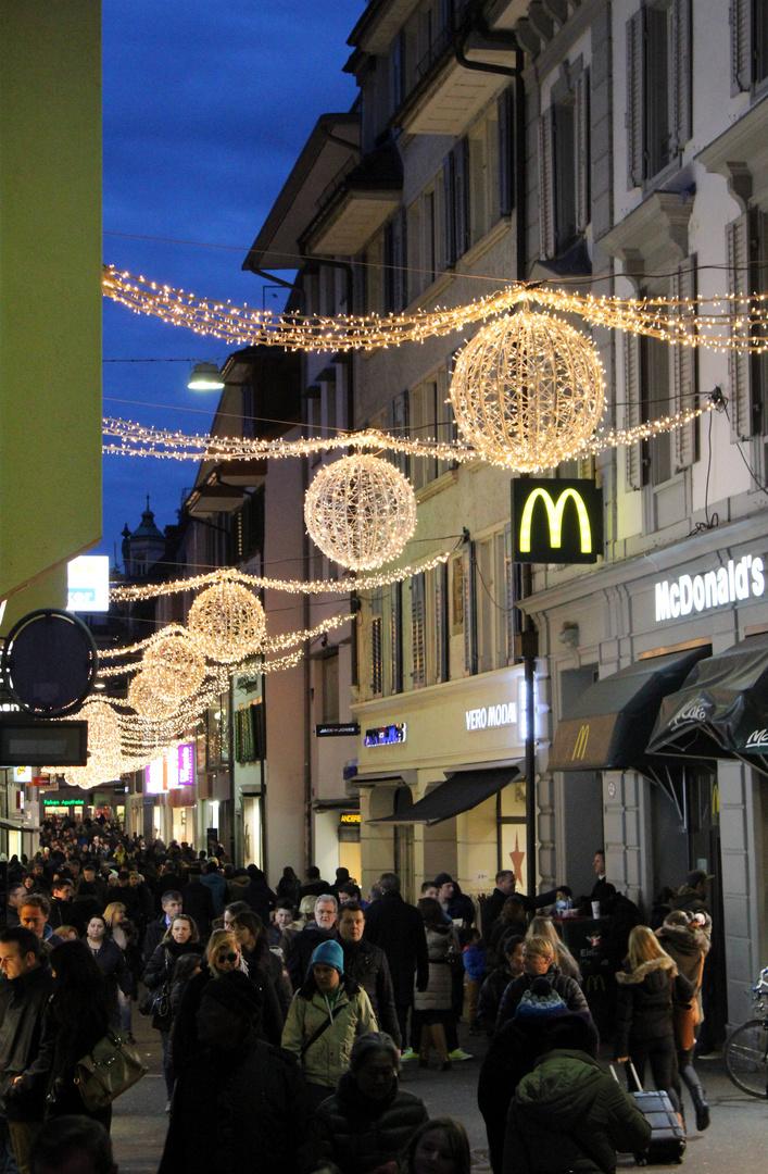 Weihnachtsverkauf ... Foto & Bild   erwachsene, people, menschen ...
