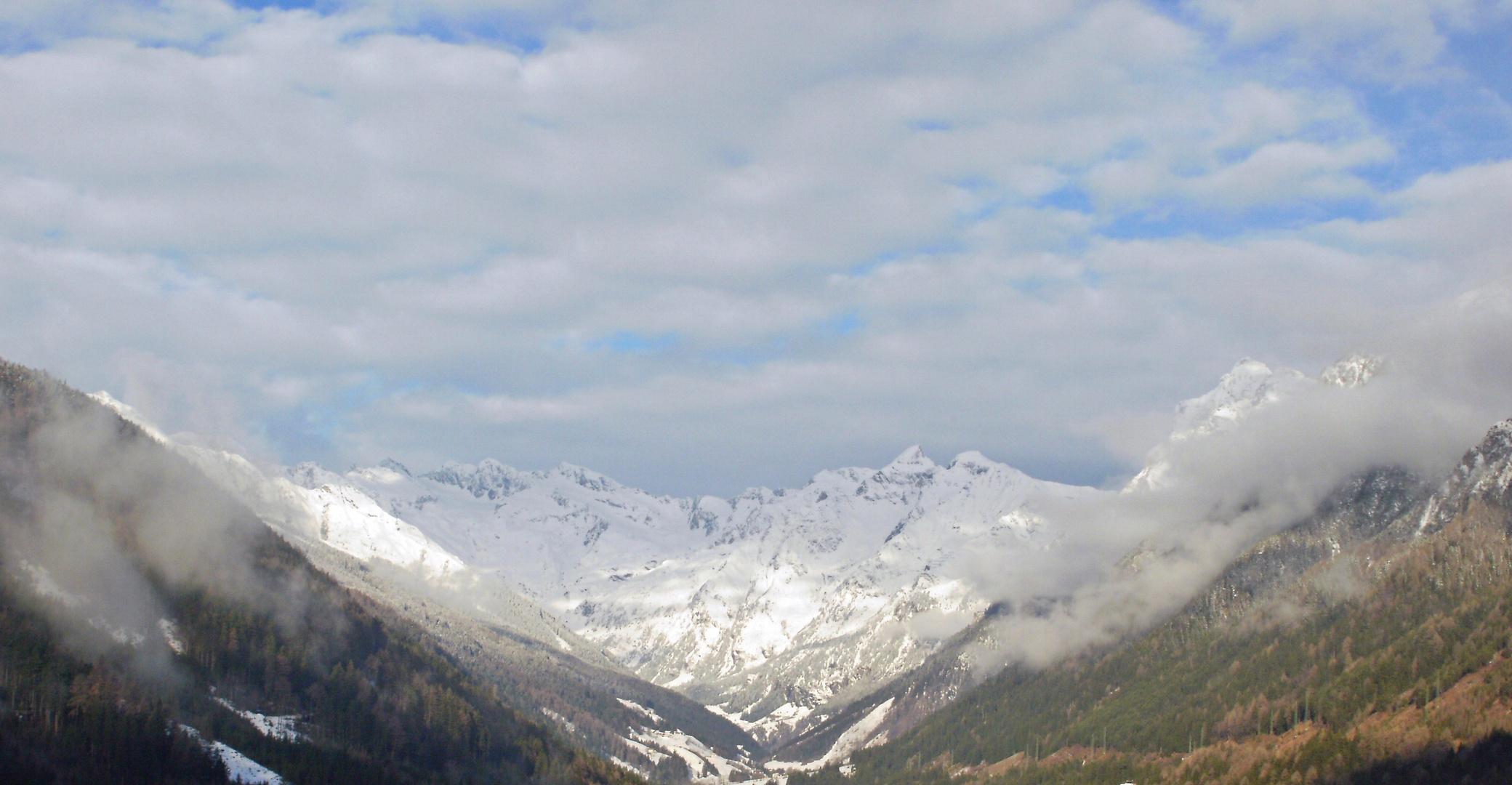 Weiße Berglandschaft in Italien