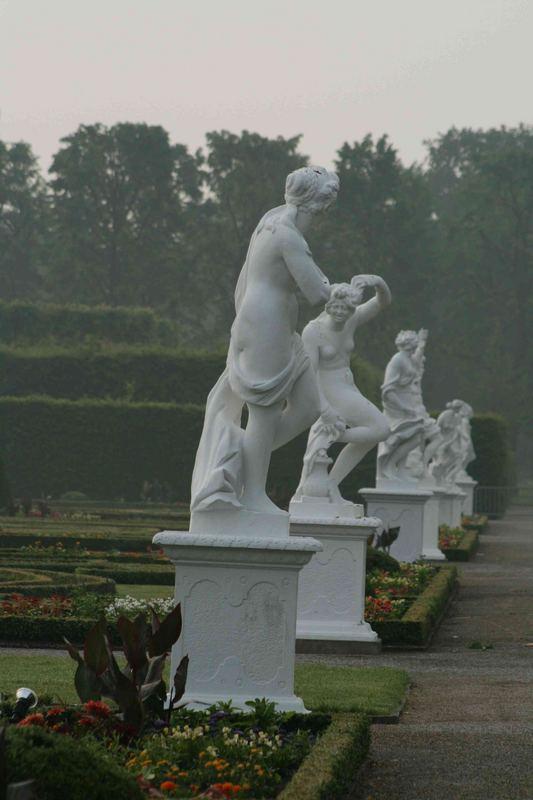 Weiße Gestalten im Nebel