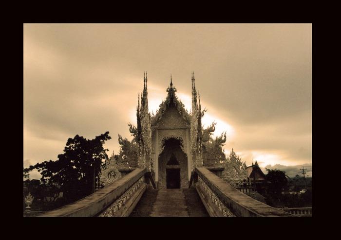 Weiße Tempel im Norden Thailands.