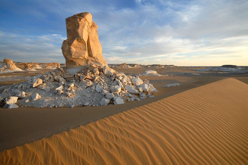 Weiße Wüste beim Sonnenuntergang