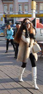 Weisser Pelz und Sonnenbrille...