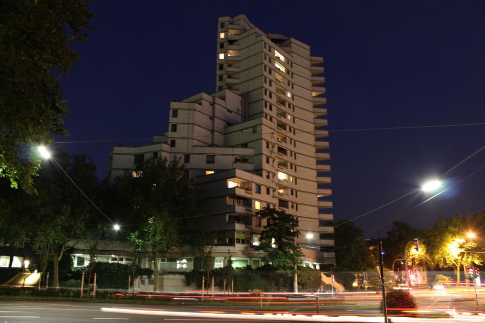 Weißer Riese bei Nacht