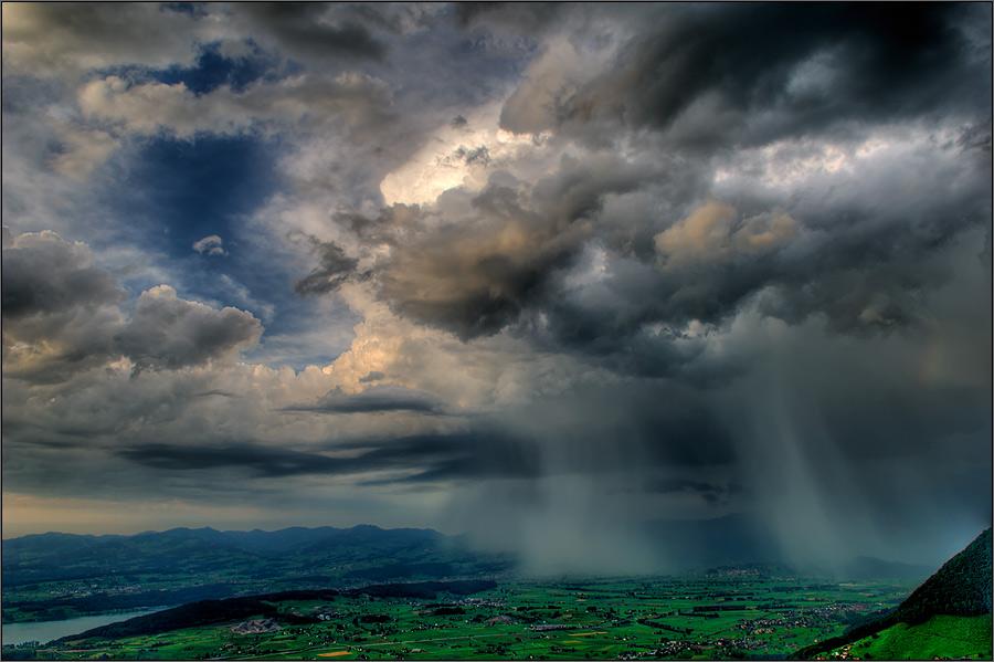 Weitblick mit Wolkenbruch