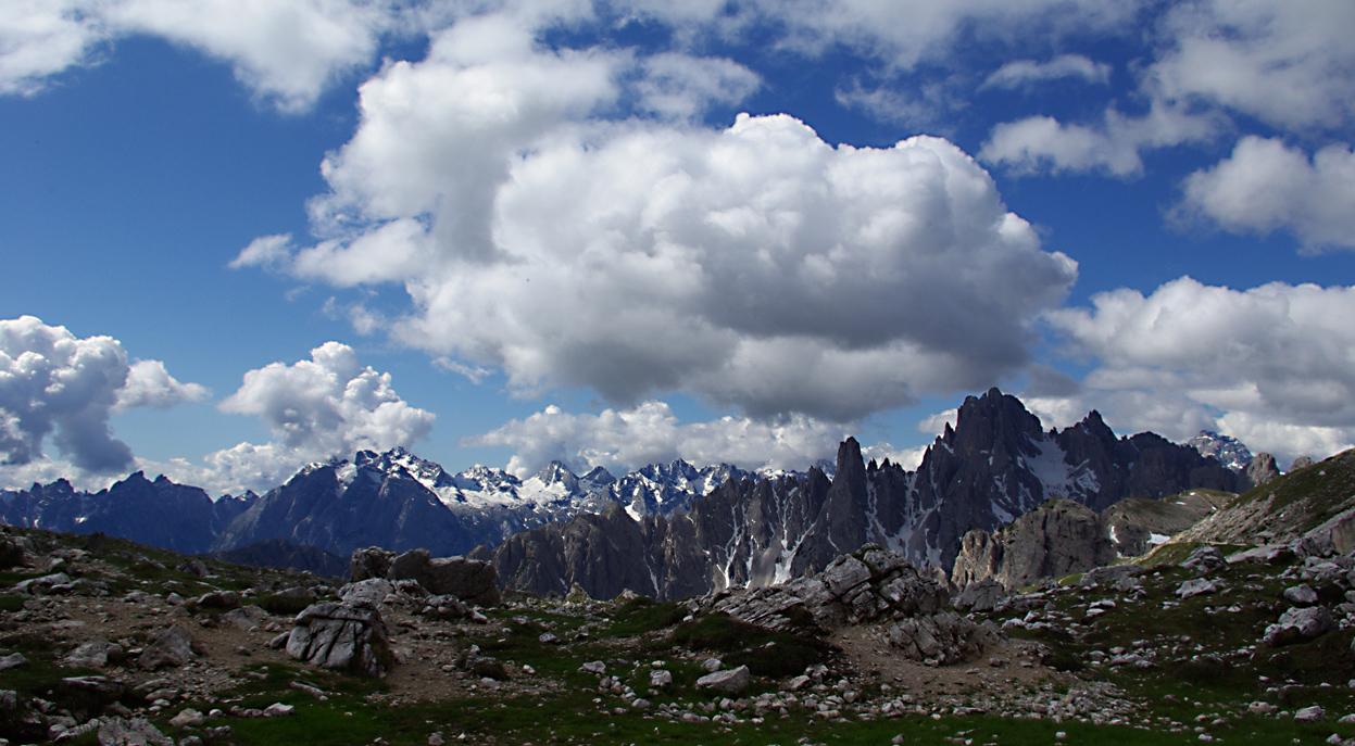 weiter Blick in die Tiroler Berge
