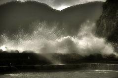 Wellen die Wälle überwinden......