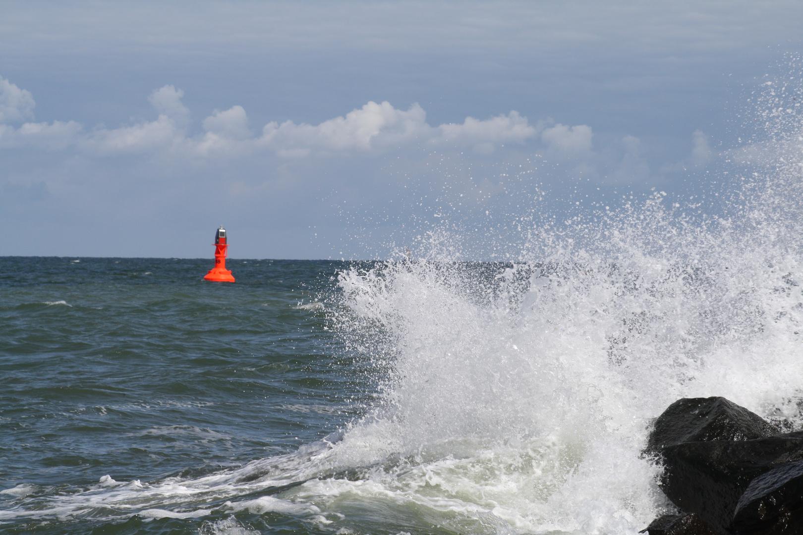 Wellen in Warnemünde, Ostsee