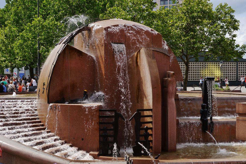 Weltkugel - Brunnen