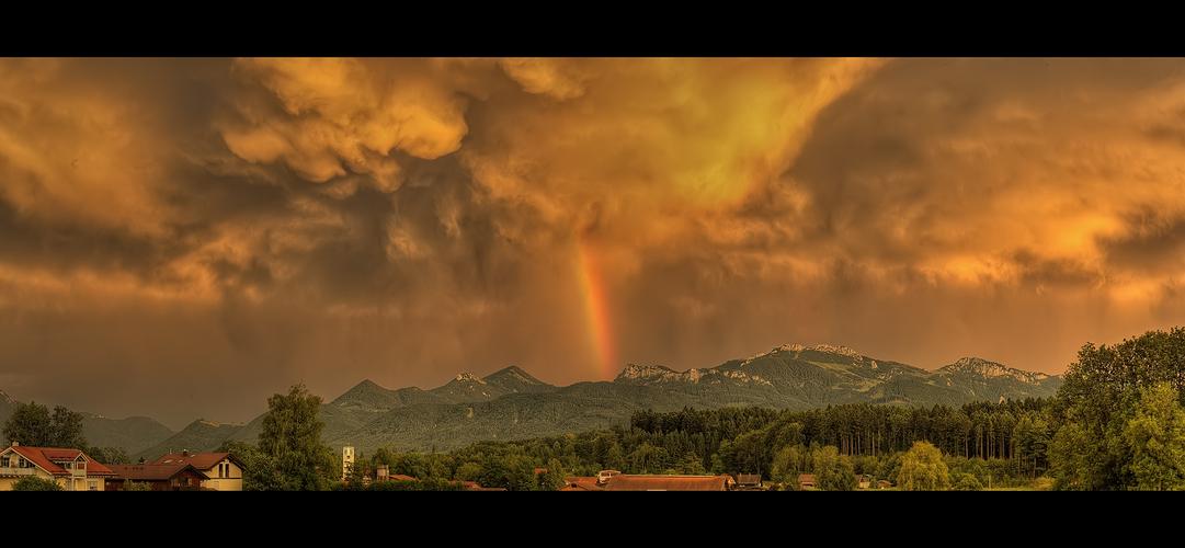 Weltuntergang mit Regenbogen ;-)