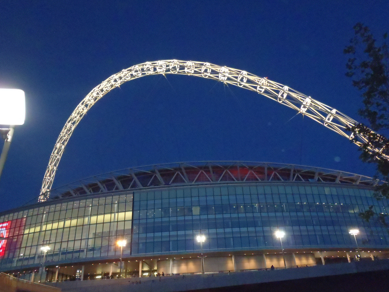Wembley-Stadion bei Nacht