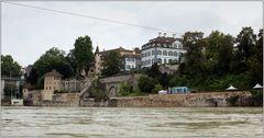... wenige Tage vorher stand das Wasser über die Kaimauer ...