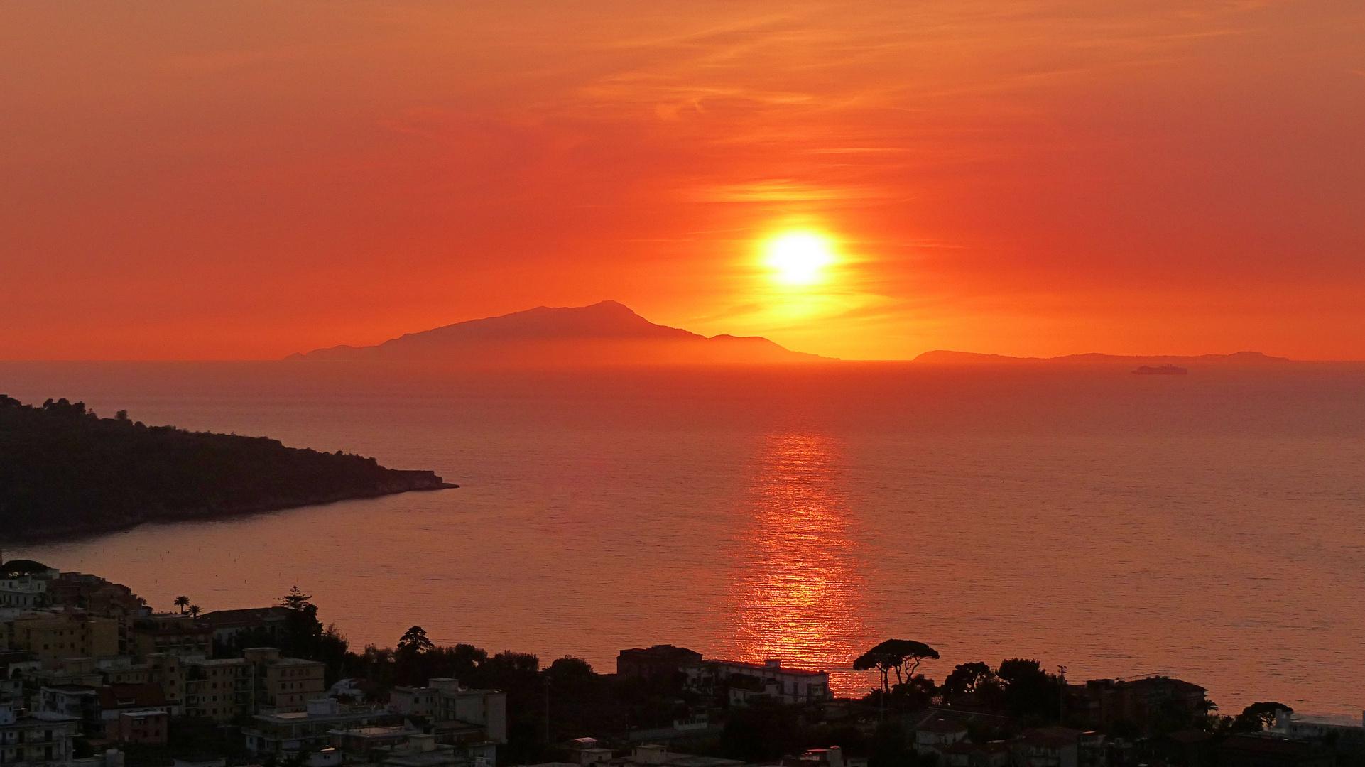 Wenn bei Capri die rote Sonne im Meer versinkt....
